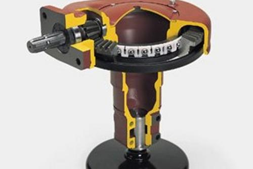 Oil-immersed crown wheel and pinion reduces wear to a minimum.